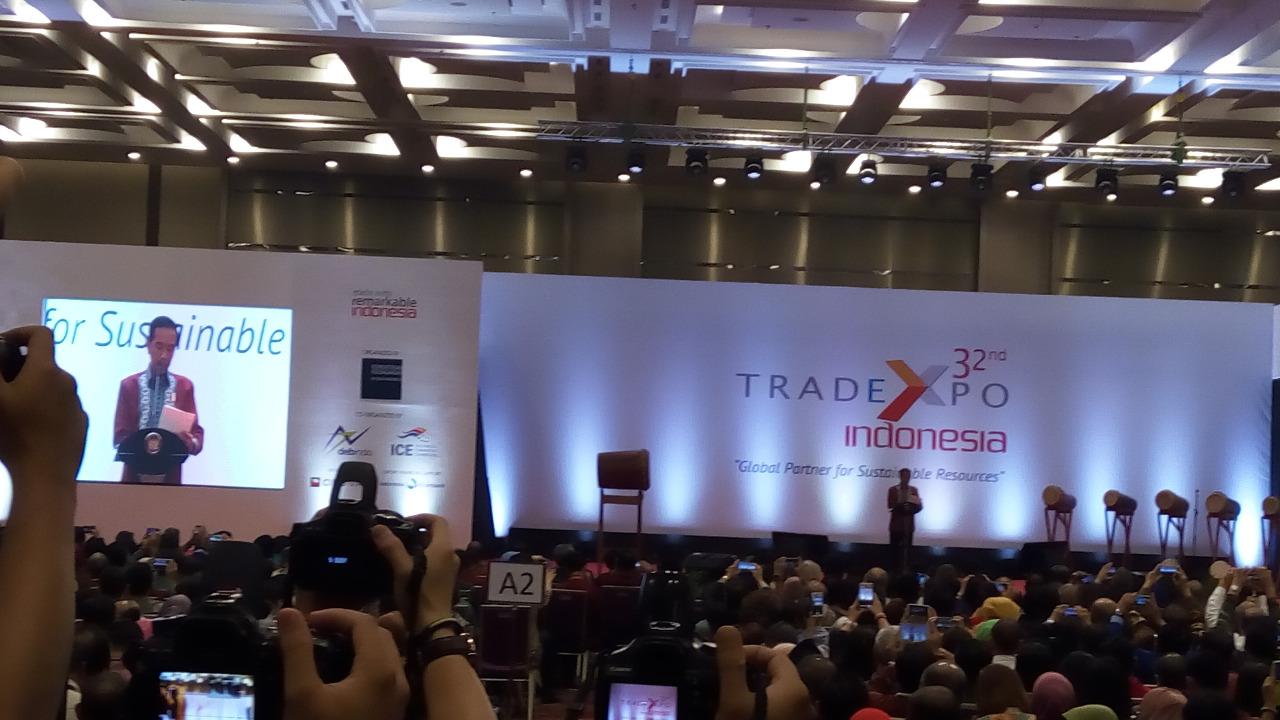 https: img-k.okeinfo.net content 2017 10 11 320 1793134 buka-pameran-tei-ke-32-jokowi-apresiasi-nilai-ekspor-indonesia-naik-17-8-GyTC7YvzSv.jpg