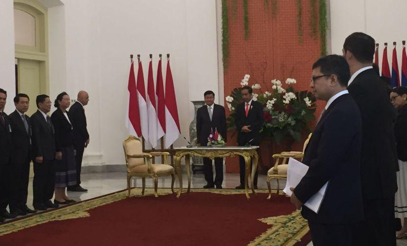 https: img-k.okeinfo.net content 2017 10 12 18 1793972 jalin-hubungan-60-tahun-indonesia-laos-prioritaskan-kerjasama-perdagangan-pertahanan-dan-keamanan-2Jdh7N3dYY.jpg