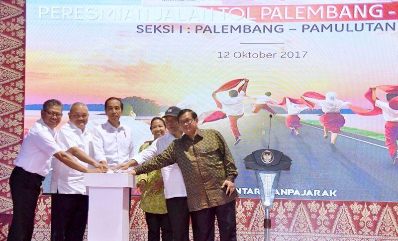 https: img-k.okeinfo.net content 2017 10 12 337 1794380 resmikan-jalan-tol-pertama-di-sumatra-selatan-jokowi-kita-gratiskan-dulu-hingga-akhir-tahun-C5epkMlwE3.jpg