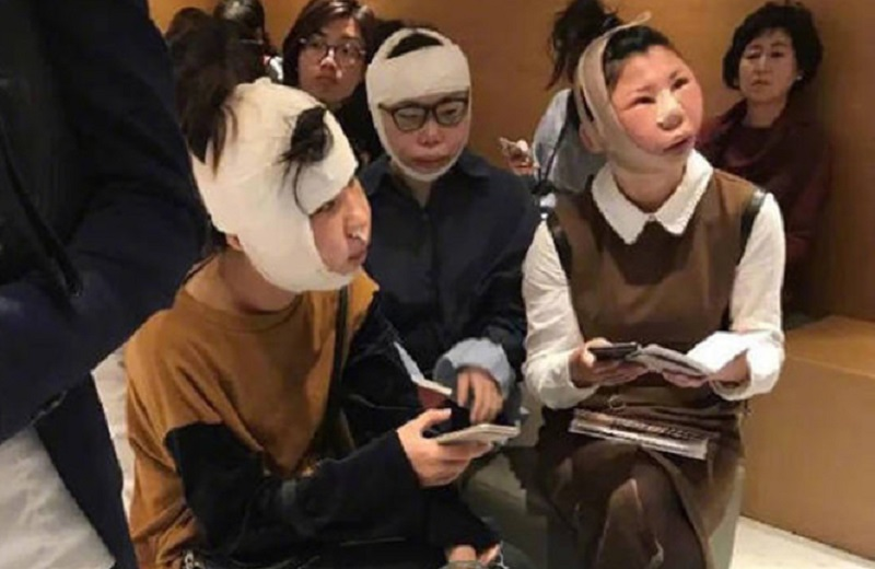 https: img-k.okeinfo.net content 2017 10 12 406 1794072 duh-gara-gara-operasi-plastik-3-wanita-ini-tak-bisa-pulang-karena-wajahnya-tak-sesuai-foto-di-paspor-E0ZebQ09eL.jpg