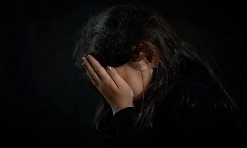 https: img-k.okeinfo.net content 2017 10 13 18 1794912 ya-ampun-lagi-asyik-istirahat-dengan-pacar-seorang-perempuan-diperkosa-oleh-empat-preman-IubLr3NvRJ.jpg