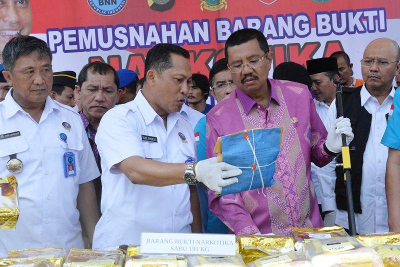 https: img-k.okeinfo.net content 2017 10 19 340 1798774 ngeri-kepala-bnn-indonesia-jadi-laboratorium-peredaran-narkoba-dunia-B5svO1hNu2.jpg