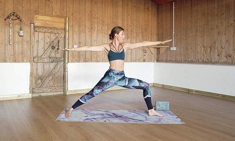 https: img-k.okeinfo.net content 2017 10 19 481 1798887 healthy-babe-kate-winslet-suka-yoga-tubuhnya-tetap-bugar-di-usia-42-tahun-Yd3AhoddvM.jpg