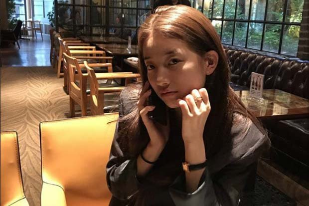 https: img-k.okeinfo.net content 2017 10 21 33 1799813 begini-gaya-centil-suzy-bae-saat-menelefon-lee-min-ho-AajdnKDG3d.jpg