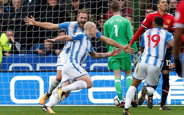 https: img-k.okeinfo.net content 2017 10 21 45 1799982 tampil-menekan-man-united-justru-tertinggal-2-gol-dari-huddersfield-di-babak-pertama-vqvkVfhMJ3.jpg