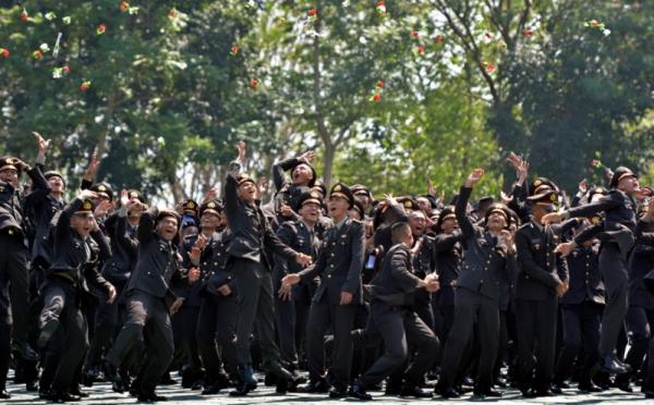 https: img-k.okeinfo.net content 2017 10 23 337 1800692 kisah-polisi-fiji-yang-jabat-posisi-penting-berkat-pendidikan-kepolisian-di-indonesia-QXW3CqmfsA.jpg