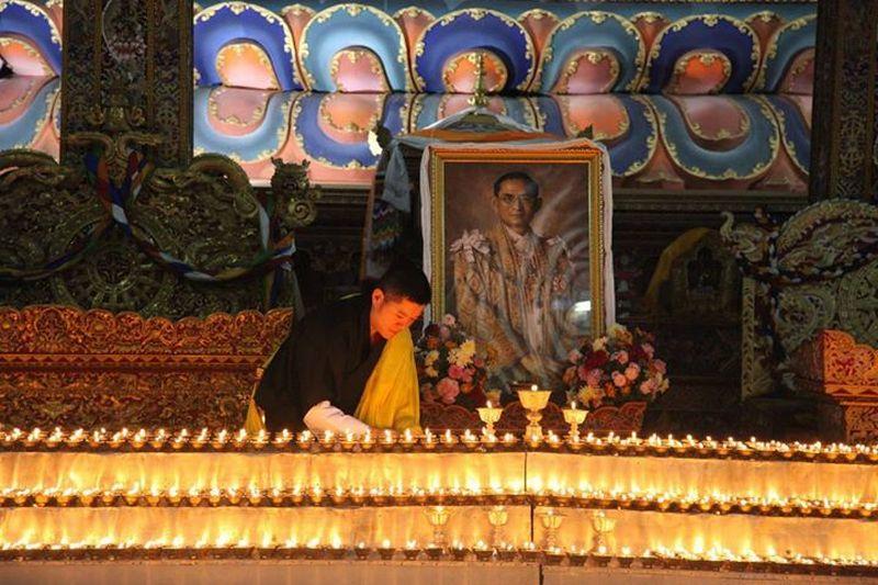 https: img-k.okeinfo.net content 2017 10 27 18 1803269 beri-penghormatan-terakhir-untuk-raja-bhumibol-raja-bhutan-datang-ke-thailand-uHquMy11MI.jpg
