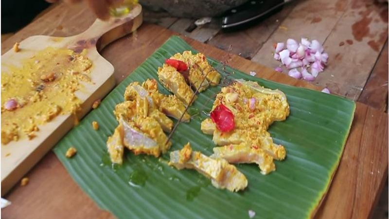 https: img-k.okeinfo.net content 2017 10 31 298 1805916 food-story-sensasi-mencicip-naniura-sashimi-ala-masyarakat-batak-yang-rasanya-unik-nendang-cIj7TcFvjO.jpg