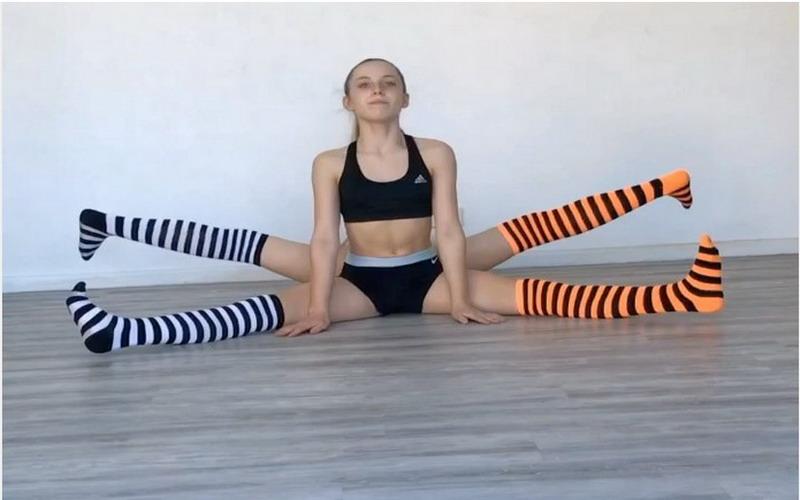https: img-k.okeinfo.net content 2017 10 31 481 1805957 viral-video-remaja-kembar-lakukan-yoga-akrobatik-saat-tangannya-patah-EwcK3zoJBz.jpg