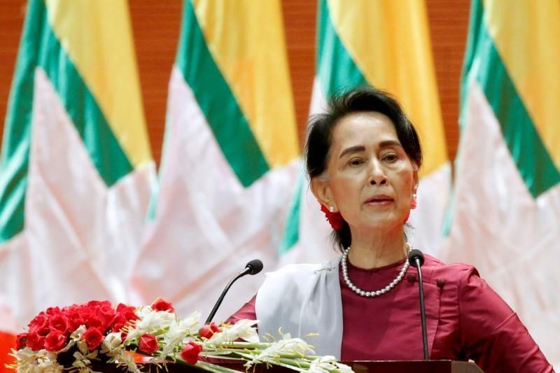 https: img-k.okeinfo.net content 2017 11 02 18 1807063 akhirnya-aung-san-suu-kyi-kunjungi-area-konflik-rohingya-di-rakhine-utara-Mgovns2BHH.jpg