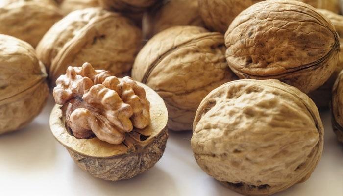 https: img-k.okeinfo.net content 2017 11 02 481 1807025 cari-camilan-sehat-ngemil-walnut-bantu-kurang-risiko-diabetes-kardiovaskular-hingga-kanker-V78pY1dbah.jpg