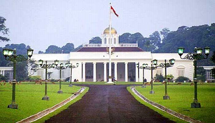 https: img-k.okeinfo.net content 2017 11 06 406 1809478 uncover-indonesia-sejarah-panjang-istana-tampaksiring-dan-tirta-empul-yang-tak-terpisahkan-mDQN3S24lz.jpg