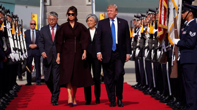 https: img-k.okeinfo.net content 2017 11 07 18 1809743 tiba-di-korsel-trump-masih-usung-isu-krisis-nuklir-korea-utara-OmBcEY5erY.jpg