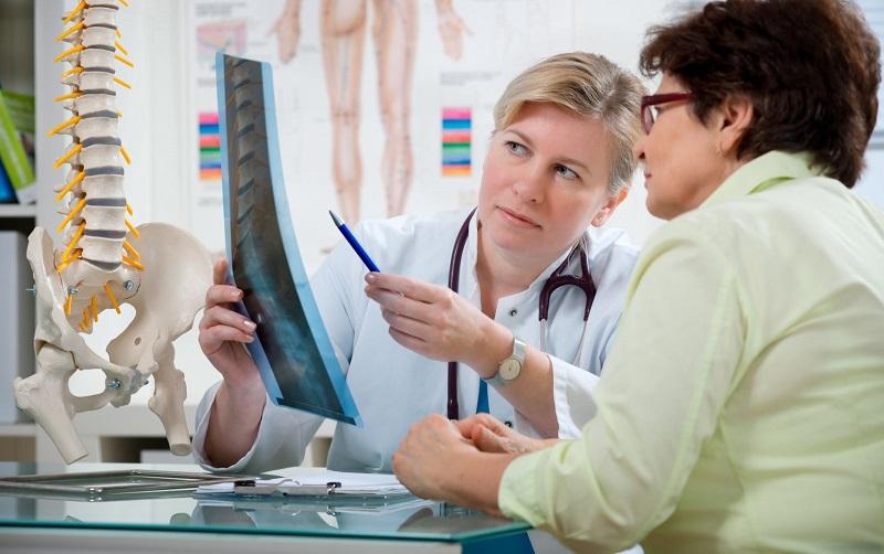https: img-k.okeinfo.net content 2017 11 10 481 1811895 pernah-jatuh-atau-patah-tulang-sewaktu-muda-lebih-besar-kemungkinan-untuk-menderita-osteoporosis-di-hari-tua-Yl7QqivaPY.jpg
