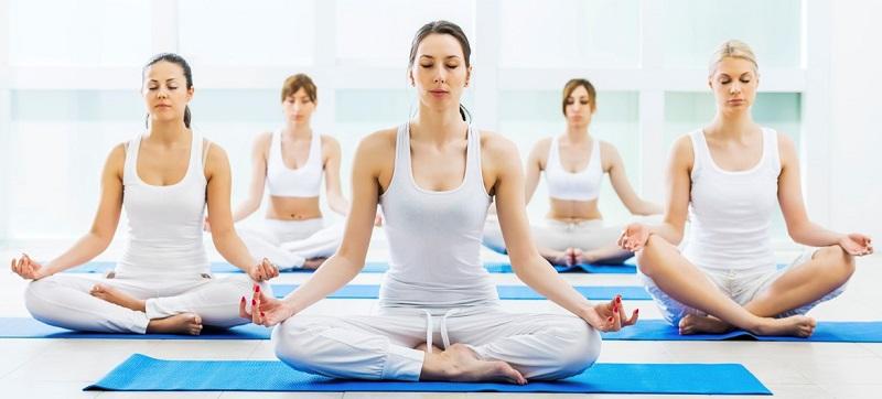 https: img-k.okeinfo.net content 2017 11 11 194 1812435 selain-bikin-awet-muda-yoga-mampu-pancarkan-kecantikan-wanita-mjJnlphVza.jpg