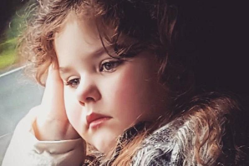 https: img-k.okeinfo.net content 2017 11 13 481 1813349 kisah-emily-gover-gadis-5-tahun-yang-mengalami-menopause-1Czw38g46M.jpg