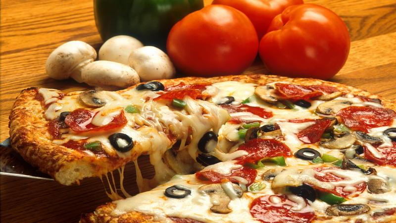 https: img-k.okeinfo.net content 2017 11 15 298 1814624 sudah-tahu-belum-terungkap-ini-5-fakta-menarik-seputar-pizza-Lmus3epHSL.jpg