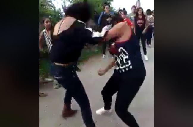 https: img-k.okeinfo.net content 2017 11 15 340 1814326 viral-4-remaja-perempuan-duel-di-jalanan-gara-gara-rebutan-sepeda-t9zPDnxbrS.JPG