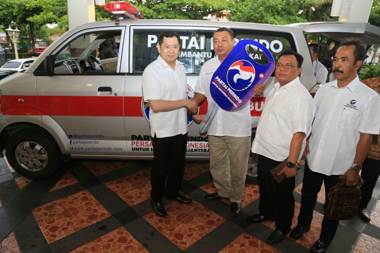 https: img-k.okeinfo.net content 2017 11 15 510 1814733 salurkan-mobil-ambulans-ke-yogyakarta-hary-tanoe-kita-membantu-membangun-masyarakat-HI5lk0tsLR.jpg