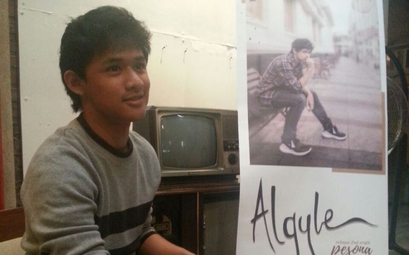 https: img-k.okeinfo.net content 2017 11 18 205 1816380 mundur-dari-additional-the-overtunes-algyle-mantap-solo-karier-hLdvbVznz2.jpg