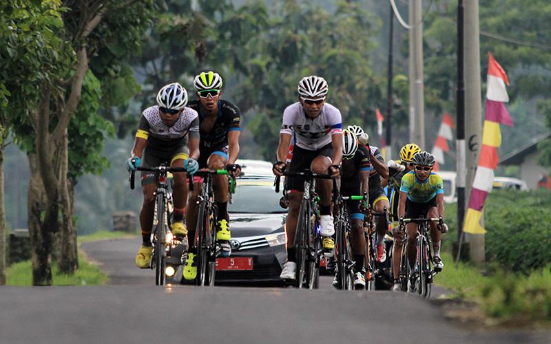 https: img-k.okeinfo.net content 2017 11 18 43 1816288 awali-tour-de-singkarak-2017-103-pembalap-dari-19-tim-ramaikan-kompetisi-0G2Rw96wIY.jpg