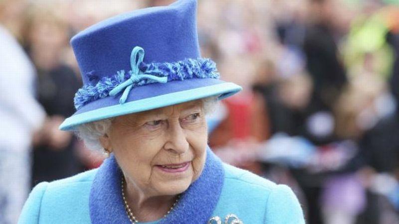 https: img-k.okeinfo.net content 2017 11 22 18 1818258 setelah-mugabe-lengser-ratu-elizabeth-ii-menjadi-pemimpin-tertua-di-dunia-nMCpzgdErW.jpg