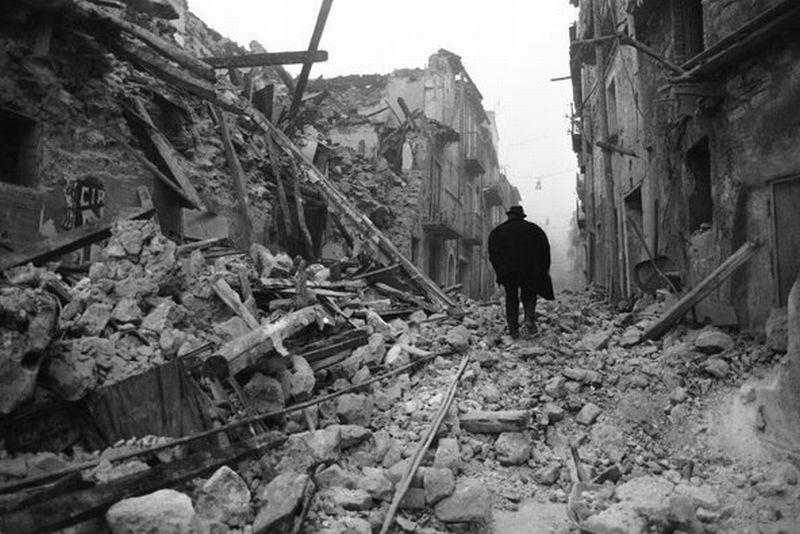 https: img-k.okeinfo.net content 2017 11 23 18 1818942 historipedia-gempa-7-3-sr-guncang-italia-selatan-3-000-orang-tewas-ixZX5aHLV2.jpg