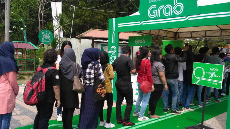 https: img-k.okeinfo.net content 2017 11 27 598 1821608 antre-mengular-peserta-audisi-indonesian-idol-2017-di-pekanbaru-tampil-penuh-totalitas-couiJw5VTi.jpg
