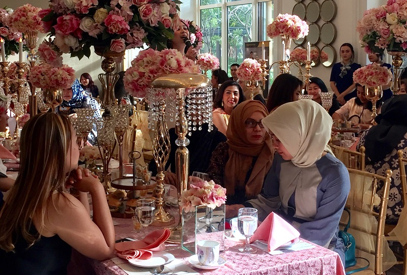 https: img-k.okeinfo.net content 2017 11 30 194 1823280 kemeriahan-beauty-class-di-high-tea-with-highend-the-leading-edge-life-XuF3ukx0LC.JPG
