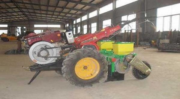 https: img-k.okeinfo.net content 2017 11 30 65 1823076 tingkatkan-produksi-lahan-pertanian-mahasiswa-kembangkan-traktor-terpadu-RjOuhkqeqE.jpg