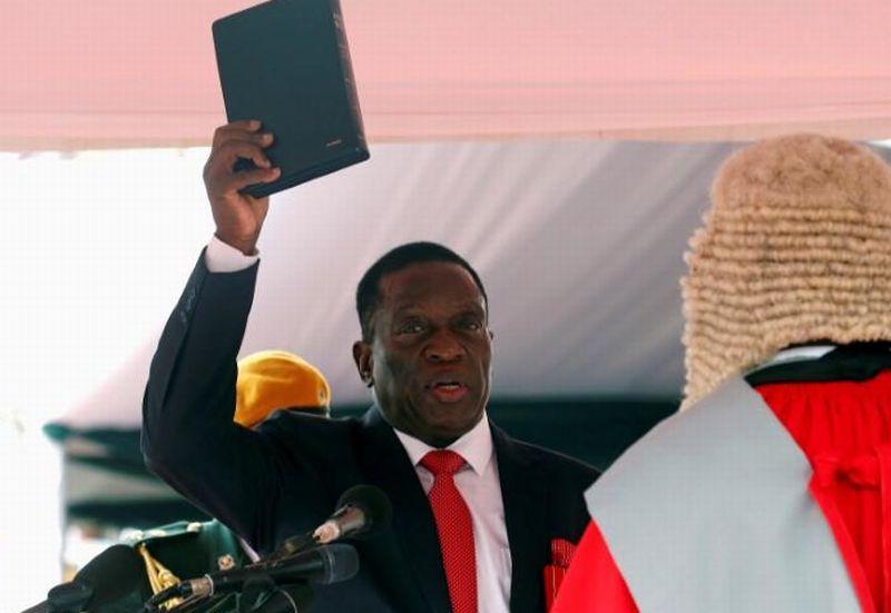 https: img-k.okeinfo.net content 2017 12 01 18 1823692 presiden-baru-zimbabwe-tunjuk-pejabat-militer-senior-untuk-duduki-kursi-menteri-q1mRUxxUpp.jpg