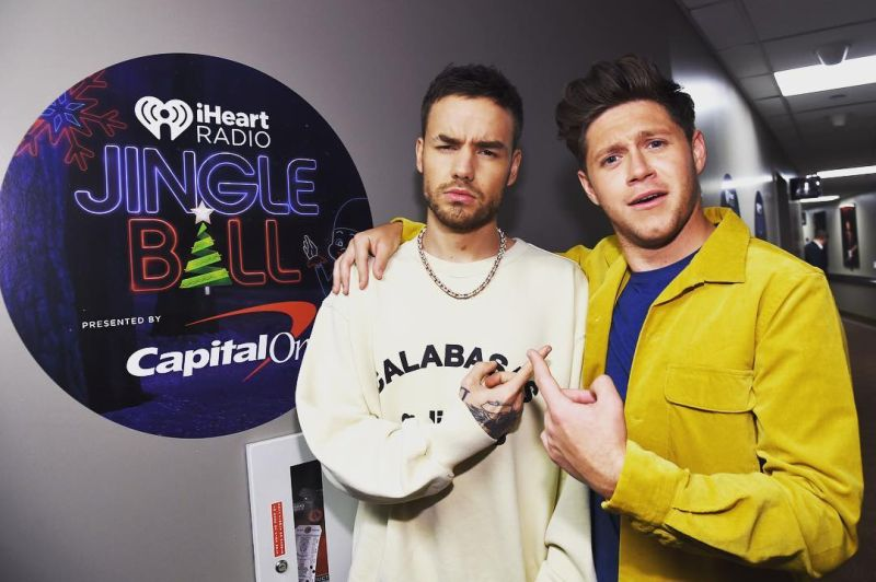 https: img-k.okeinfo.net content 2017 12 03 205 1824429 reuni-kecil-one-direction-dalam-acara-jingle-ball-QWwjEY6KCF.jpg