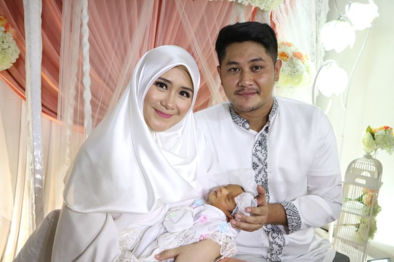 https: img-k.okeinfo.net content 2017 12 03 33 1824403 ryana-dea-dan-puadin-redi-gelar-aqiqah-anak-pertama-Jqi9y2b52M.jpg