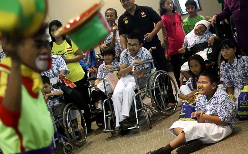 https: img-k.okeinfo.net content 2017 12 03 337 1824333 hari-disabilitas-dunia-kpai-sebut-hak-hak-penyandang-kebutuhan-khusus-di-indonesia-mengkhawatirkan-kFwRNyJi2q.jpg