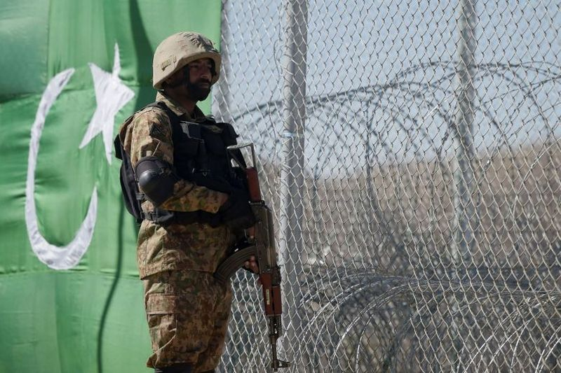 https: img-k.okeinfo.net content 2017 12 06 18 1825796 serangan-bom-kembali-terjadi-di-pakistan-dan-tewaskan-6-orang-VaDN7jUe5j.jpg