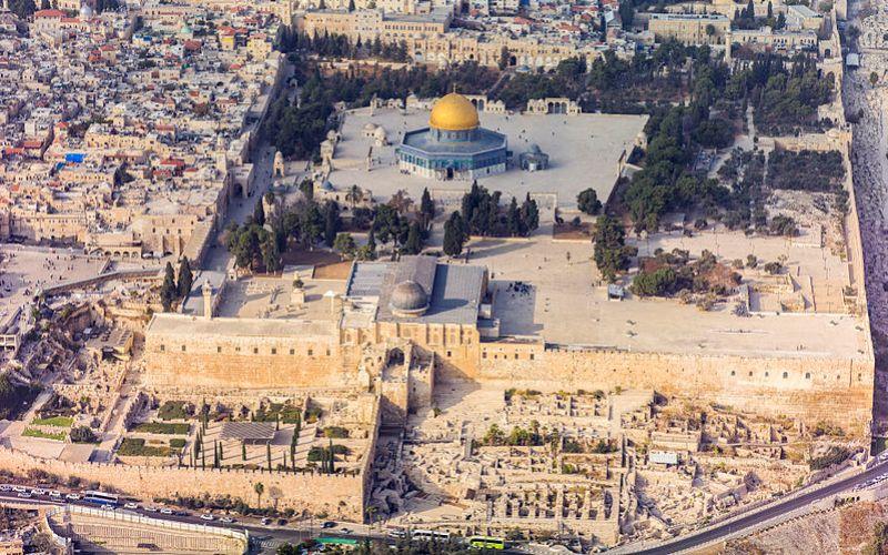https: img-k.okeinfo.net content 2017 12 07 18 1826734 tiga-hal-yang-perlu-diketahui-tentang-kota-suci-yerusalem-93FdxBAhyb.jpg