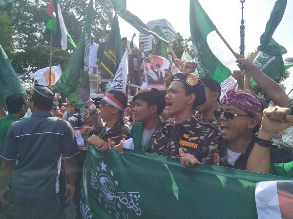 https: img-k.okeinfo.net content 2017 12 08 338 1827387 demo-soal-pengakuan-yarusalem-massa-minta-dubes-as-diusir-dari-indonesia-z3OLBEu6WV.jpeg