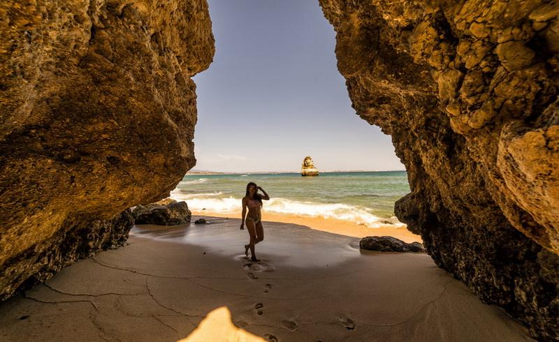https: img-k.okeinfo.net content 2017 12 14 406 1830243 daftar-5-pantai-terbaik-dunia-yang-harus-dikunjungi-pada-2018-TOM1xDI4vH.jpg