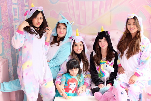 https: img-k.okeinfo.net content 2017 12 15 33 1830684 lucunya-pesta-ultah-arsy-anang-dan-ashanty-pakai-kostum-unicorn-hingga-tamu-mirip-artis-k-pop-VFDuVnhMa7.jpg