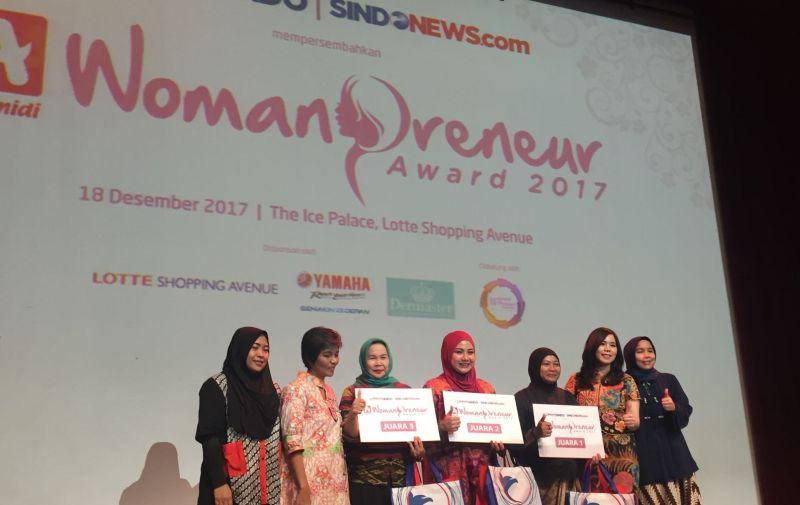 https: img-k.okeinfo.net content 2017 12 18 320 1832430 3-pengusaha-wanita-ini-juarai-alfamidi-womanpreneur-award-2017-GswortV1Ly.jpg