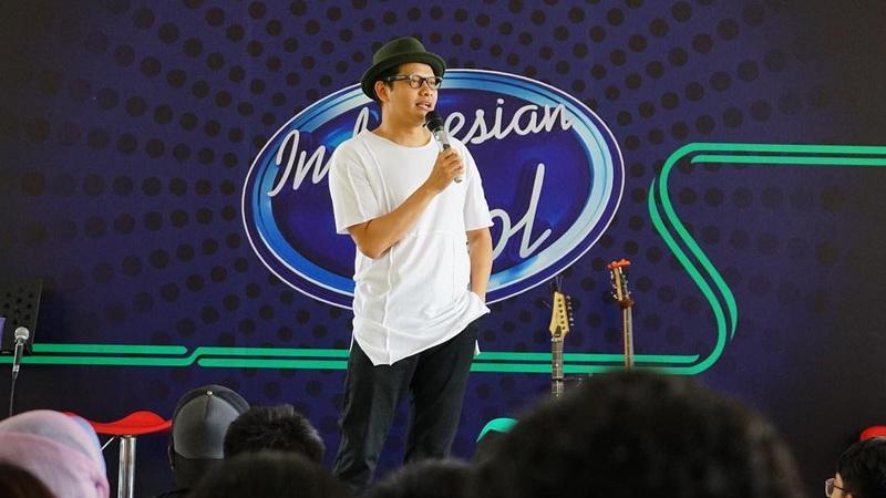 https: img-k.okeinfo.net content 2017 12 18 598 1832177 diam-diam-armand-maulana-jadi-supir-grab-demi-indonesian-idol-2017-It78kbzKR7.jpg