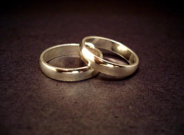 https: img-k.okeinfo.net content 2017 12 20 18 1833450 hindari-pajak-warisan-dua-pria-ini-putuskan-menikah-secara-gay-Y8rozzJQWG.png