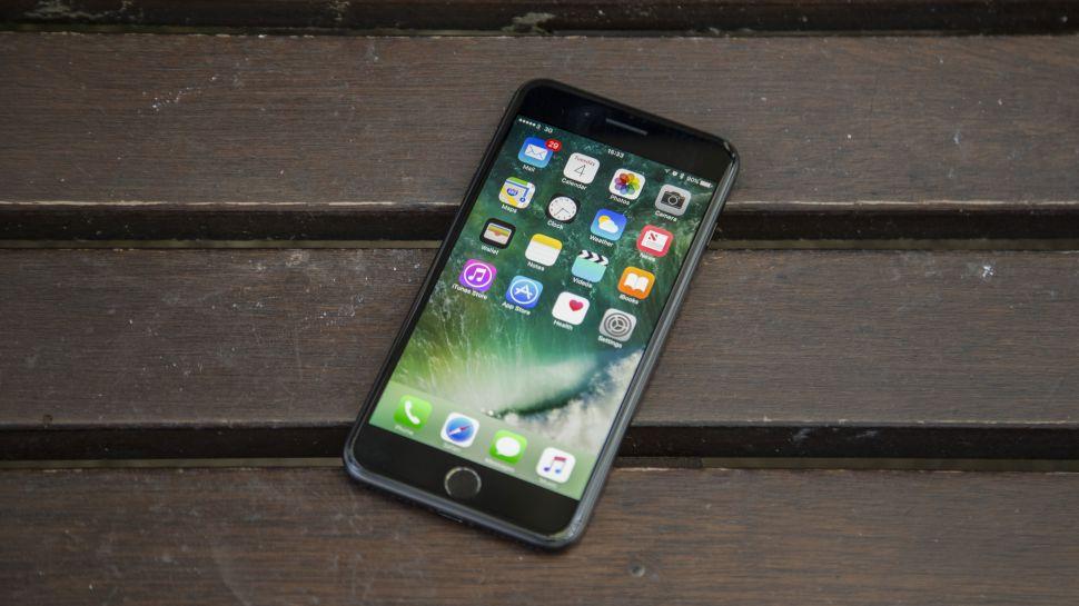 https: img-k.okeinfo.net content 2017 12 22 207 1834746 iphone-lawas-sengaja-dibuat-lemot-apple-digugat-pengguna-BOXpTGe0BA.jpg