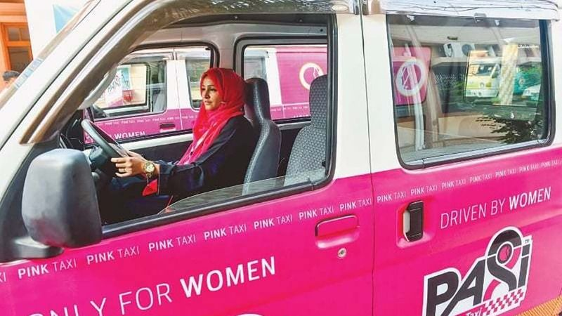https: img-k.okeinfo.net content 2017 12 26 18 1835888 taksi-khusus-perempuan-di-karachi-mulai-beroperasi-X8xnJPX8tw.jpg