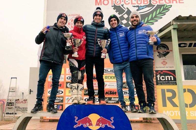https: img-k.okeinfo.net content 2017 12 26 38 1836085 marc-marquez-satu-podium-dengan-sang-adik-usai-balapan-motocross-gZ1RzNlK3D.jpg