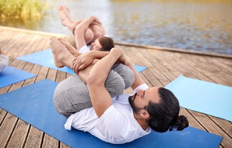 https: img-k.okeinfo.net content 2017 12 28 481 1836895 cegah-disfungsi-ereksi-pria-bisa-coba-5-pose-yoga-ini-naSxr6RCAq.jpg