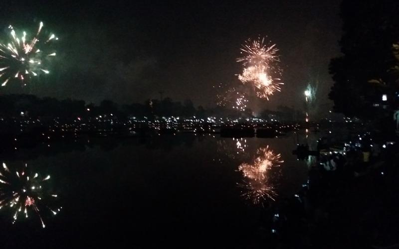 https: img-k.okeinfo.net content 2018 01 01 406 1838311 semarak-pesta-kembang-api-di-tmii-menyambut-tahun-baru-IcuhdHtdWF.jpg