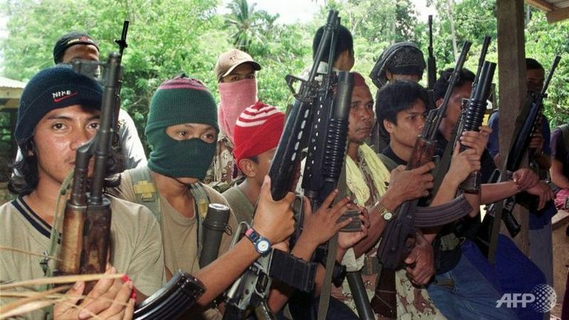 https: img-k.okeinfo.net content 2018 01 05 18 1840766 militan-abu-sayyaf-penggal-kepala-sepasang-suami-istri-h6a53RKaRq.jpg