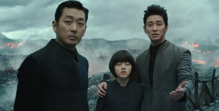 https: img-k.okeinfo.net content 2018 01 08 206 1841880 along-with-the-gods-the-two-world-masih-perkasa-di-puncak-box-office-korea-selatan-WcOBXTlVWo.jpg