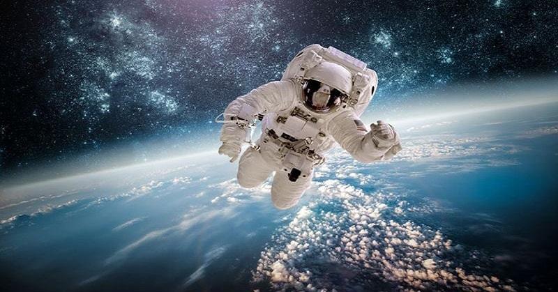 https: img-k.okeinfo.net content 2018 01 08 56 1841698 5-astronot-terbaik-di-dunia-nomor-3-yang-pertama-berjalan-di-bulan-Tr6SlzrXqo.jpg
